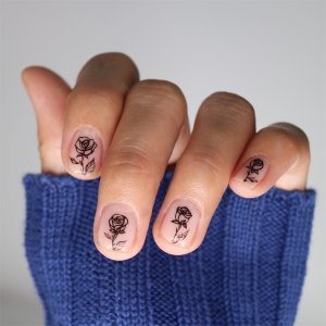 Minimalist-Nail-Art-Trends-Sticker-Manicure